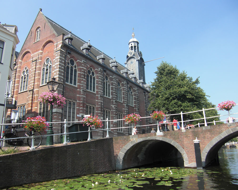 Top 10 sights from the water in Leiden